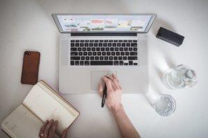 designer-working-on-laptop_4460x4460